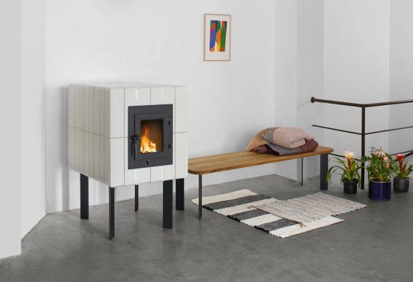 Kachelofen-Design-Fold1-Kaufmann_Keramik-Wohnen-1-web_2400x1500-2000x1250